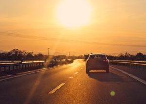 Valmistaudu kesän reissuihin huollattamalla auto ja ennakoimalla matkantekoon liittyvät asiat. Stressitöntä matkaa!